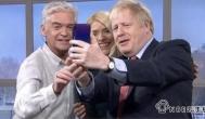 身在曹营心在汉?英国首相用华为玩自拍应该如何解读?